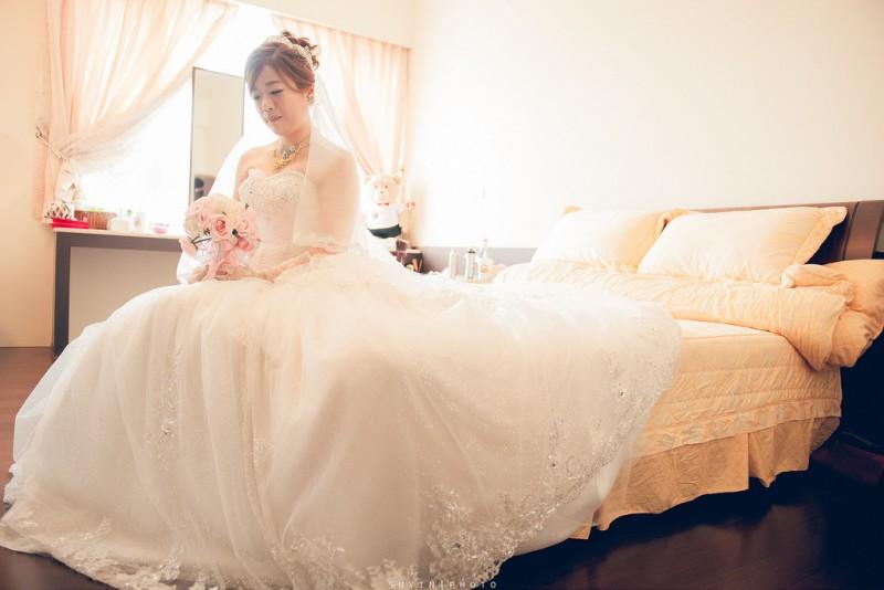 15117262043_418eb0187f_b_wedding-room1
